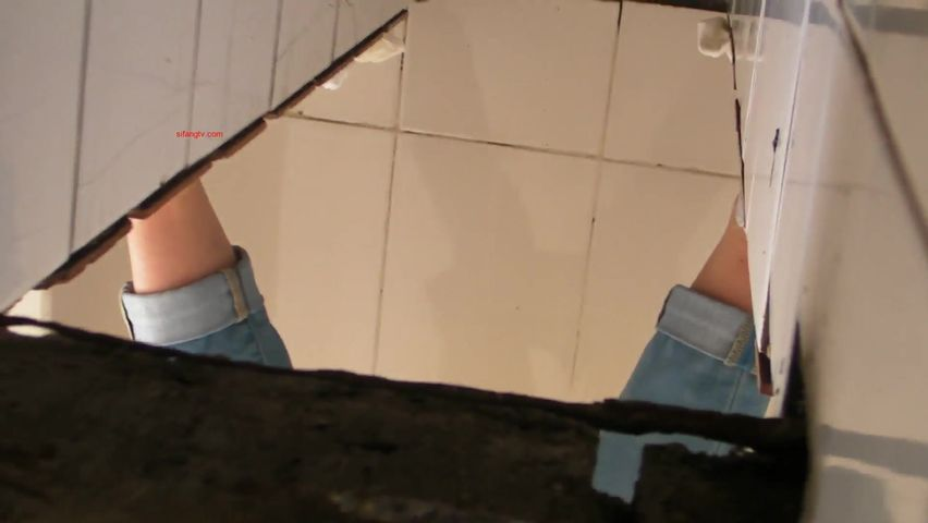 国内厕拍大神2019年沟厕近距离偷拍精选几个来月事的妹子屁股都染红了